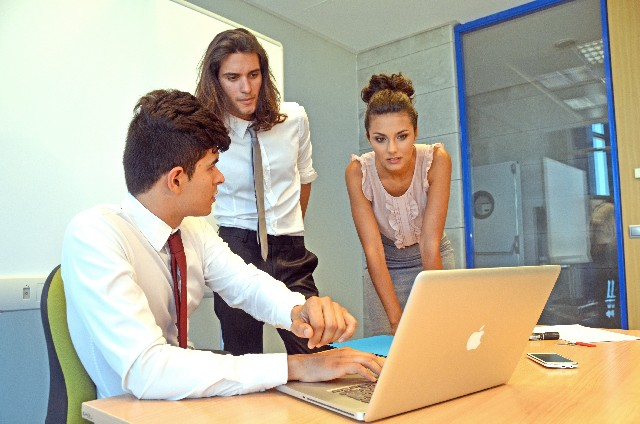 職場の上司に無視されている人のエピソードやトラブル回避法