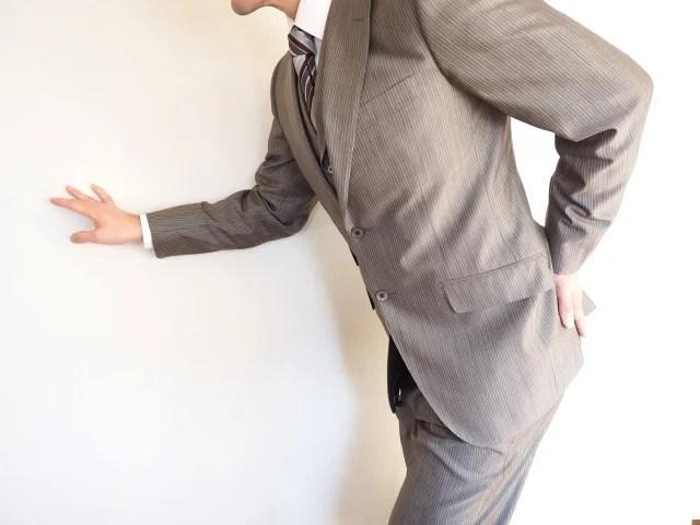椎間板ヘルニアによる腰痛で仕事がつらい…腰痛と仕事の付き合い方