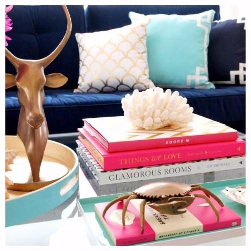 decorar con libros la mesa de centro