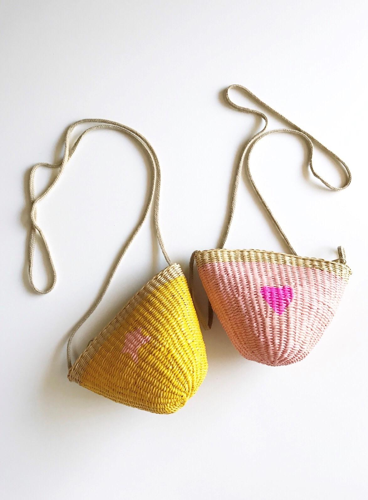 cómo pintar bolsos de paja para niiñas