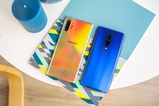 Samsung Galaxy Note10+ next to the OnePlus 7 Pro