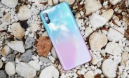 Samsung Galaxy A60 in new Peach Sea Salt color hits China