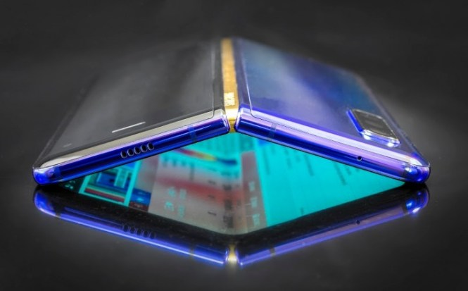Samsung Galaxy Fold 2 to cost no more than $1,000, adopt a clamshell design