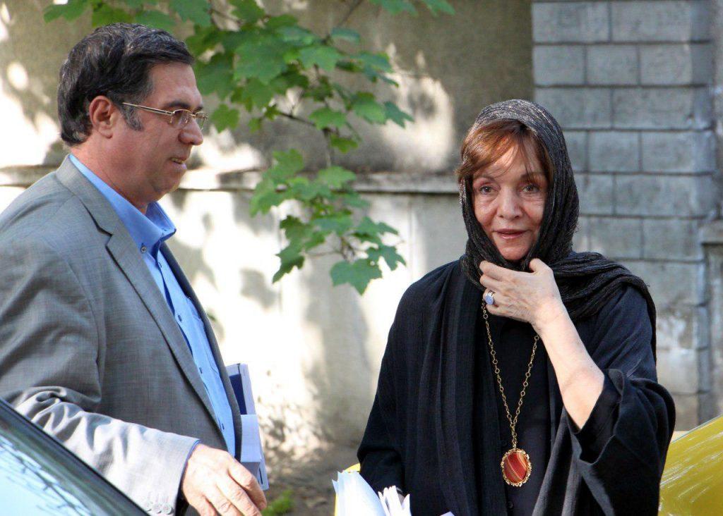 به همراه دکتر حورا یاوری در حیاط کانون زبان فارسی