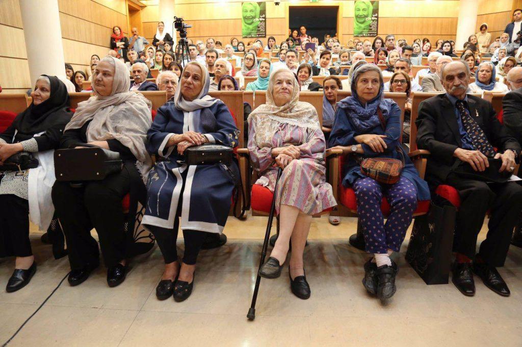 دکتر اسماعیل کهرم، نسرین ابوالحسنی (دختر بانو ملاح) و مهرانیگز ملاح خواهر مه لقا ملاح