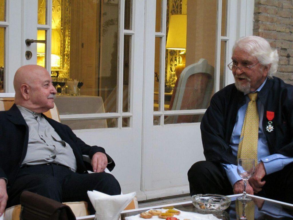دکتر داریوش شایگان و استاد محمد احصایی در مراسم اهدا نشان عالی فرهنگ و هنر فرانسه به دکتر شایگان.