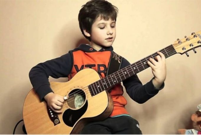 Belajar gitar untuk pemula dalam tingkat keberhsilannya harus sungguh-sungguh