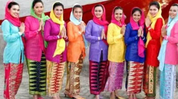 pakaian adat wanita betawi