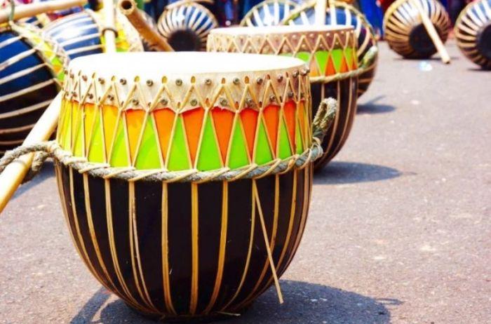 alat musik ritmis beserta pengertian gambar fungsi dandaerah asalnya bukubiruku