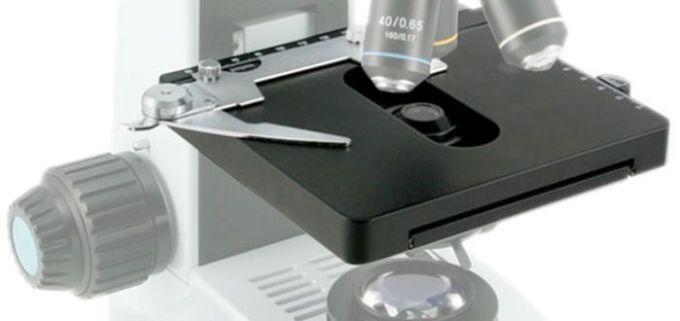 meja pada bagian mikroskop
