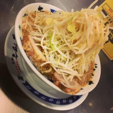 【池袋】二郎系のらーめん大で並盛野菜多め