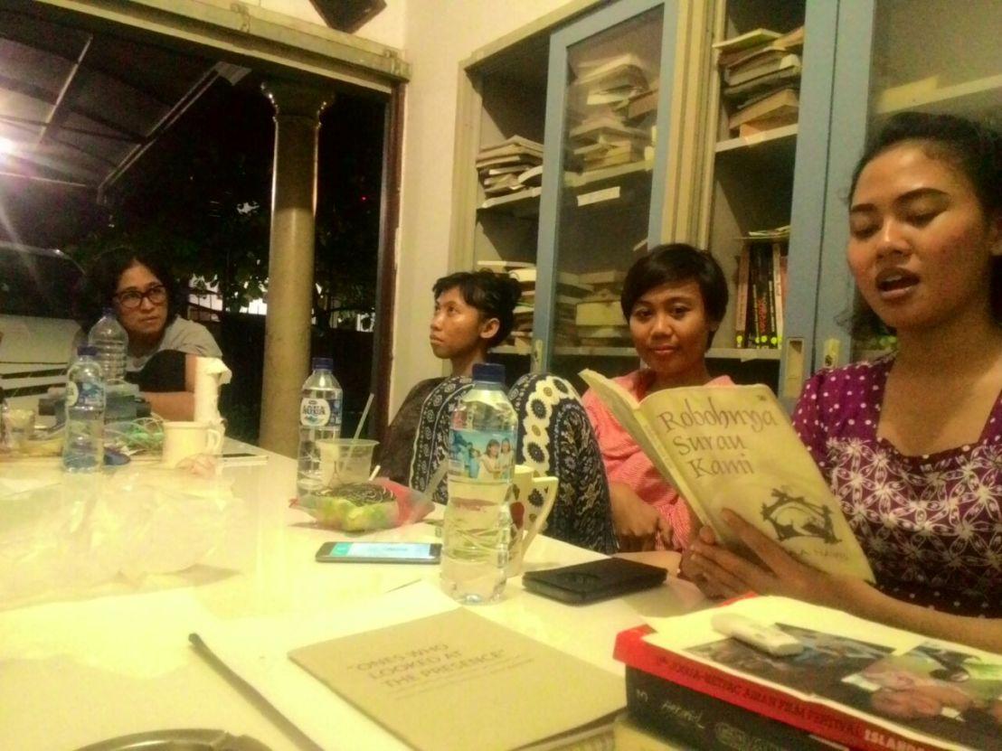 dokumentasi-perpustakaan-forum-lenteng_klub-baca-foto-oleh-albert-rahman-putra_9-desember-2016