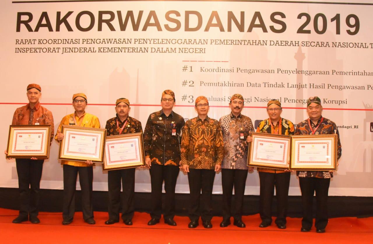 Pemdaprov Jabar Sabet Penghargaan Tingkat Kinerja Pengawasan Terbaik Nasional