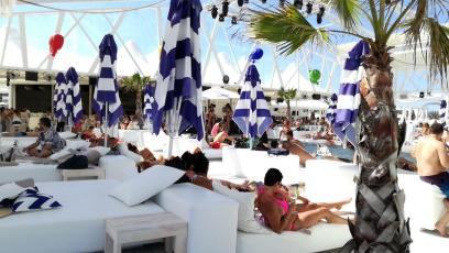 Bedroom Beach Club, Cacao Beach