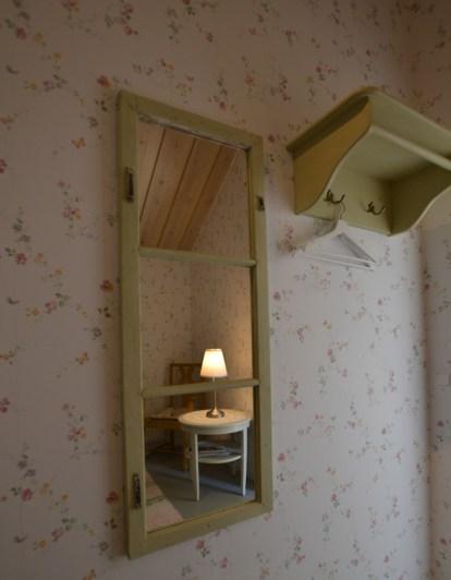 Spegel, spegel på väggen...