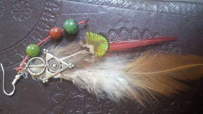 Plumes de faisan à cou rouge, paon saphir et coq