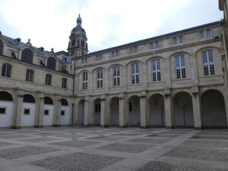 Cour Mably à Bordeaux en France