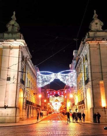 Weihnachtsbeleuchtung Lissabon Schleifen