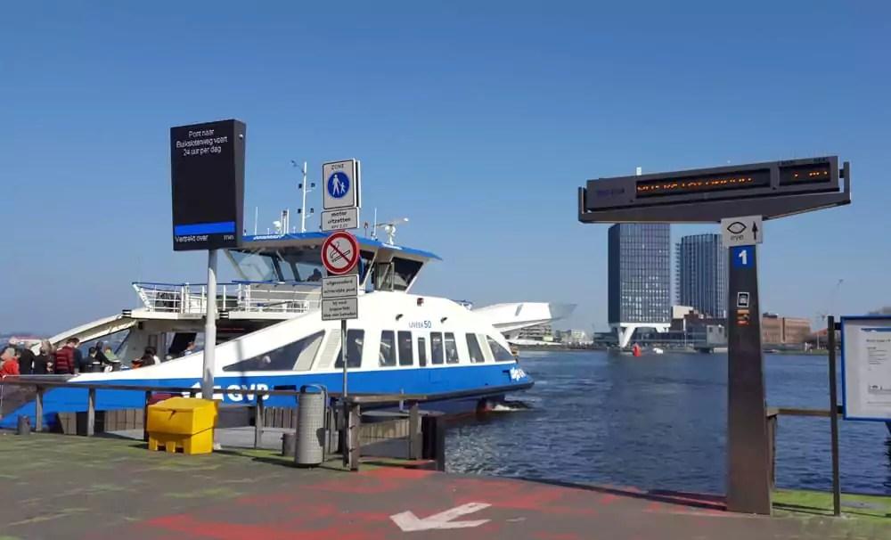 Tipp: mit der kostenlosen Fähre nach AMsterdam Nord