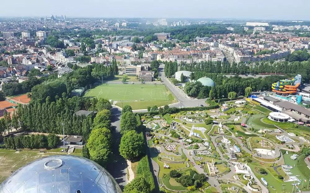 Tipps für deinen Städtetrip Brüssel: Aussicht vom Atomium über die Stadt