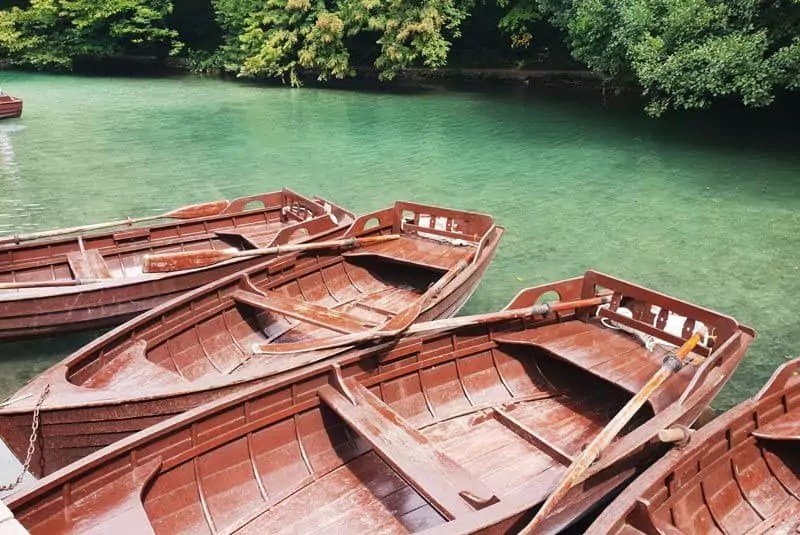 Ruderboote im Nationalpark Plitvicer Seen