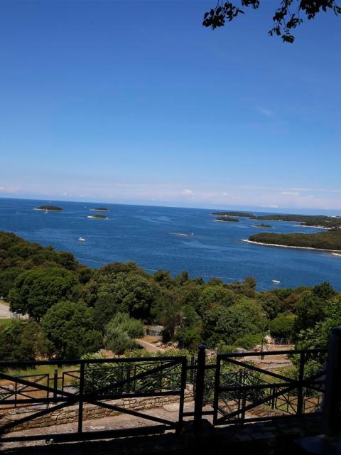 Blick auf die vorgelagerten Inseln von Vrsar, Kroatien