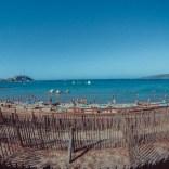 Strand mit Blick auf die Zitadelle in Calvi