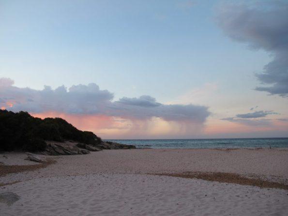 Ein herrlicher Sonnenuntergang am Strand von Saleccia auf Korsika