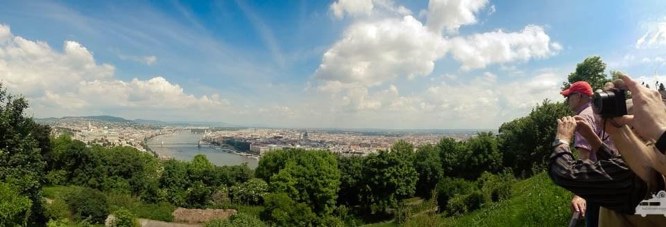 Auf den Gellértberg angekommen genießen wir den rundum Blick auf Budapest