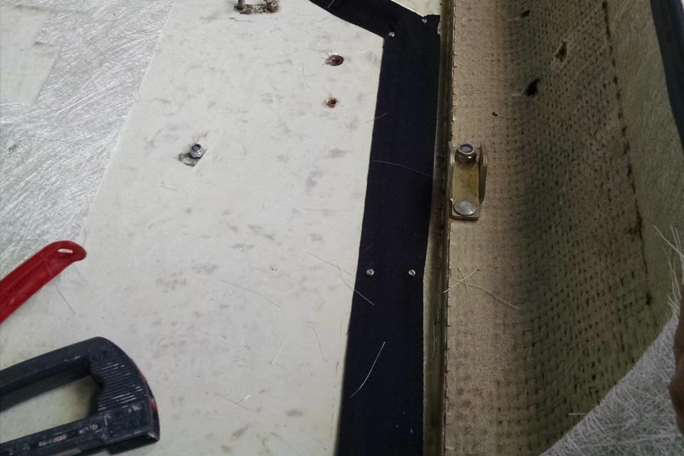 Das Kabel wird mit Gurtband gesichert