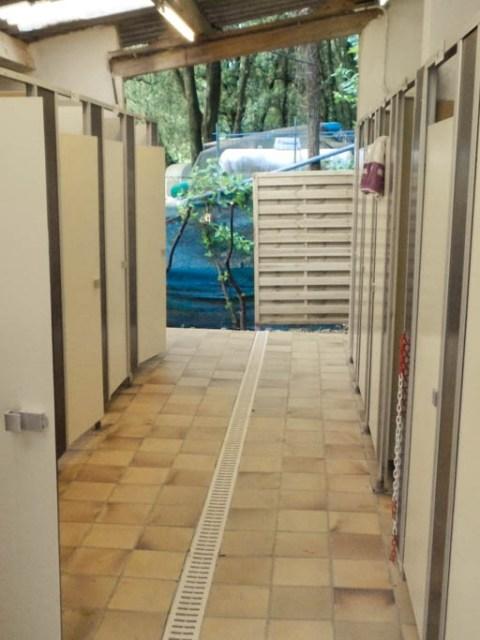 Sanitäranlagen Campingplatz Frankreich