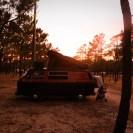 Der Parque de Campismo ist riesig und wir beziehen unser Lager im hinteren Teil des Platzes