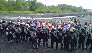 Perampasan Tanah PT AMG dan Aksi Menolaknya 01
