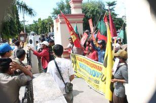 Aksi penolakan pembangunan bulukumba waterfront city di Hari Buruh Internasional-Mayday 2014 02