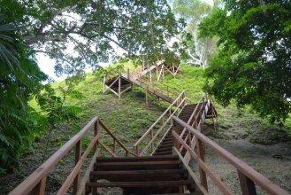 Treppe auf die Pyramide Mundo Perdido