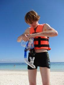 Vorbereitung zur Entdeckungstour - die Schwimmweste war Vorschrift damit man nicht zu den Schildkröten runtertauchen kann