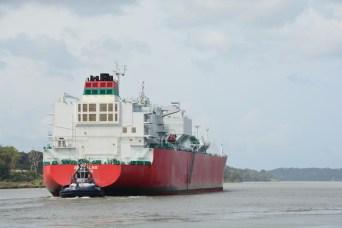 Auch auf dem Kanal werden die Schiffe begleitet