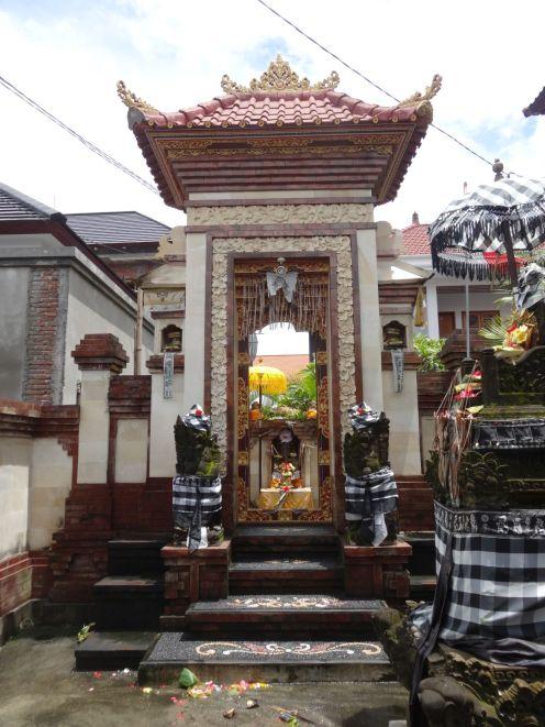 Tempelanlagen im Garten des Hotels