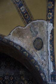 An manchen Ecken sieht man die alten Mosaike
