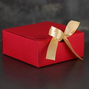 Коробка сборная красная с бантом