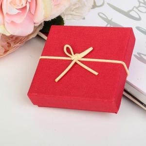 Коробка подарочная красная