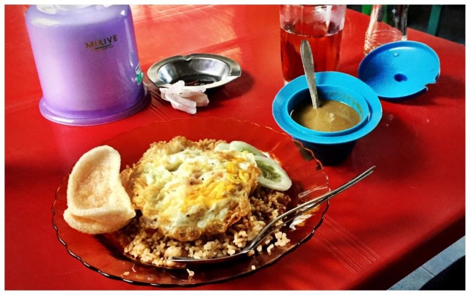 Nasi Goreng in einem kleinen Restaurant in Sabang