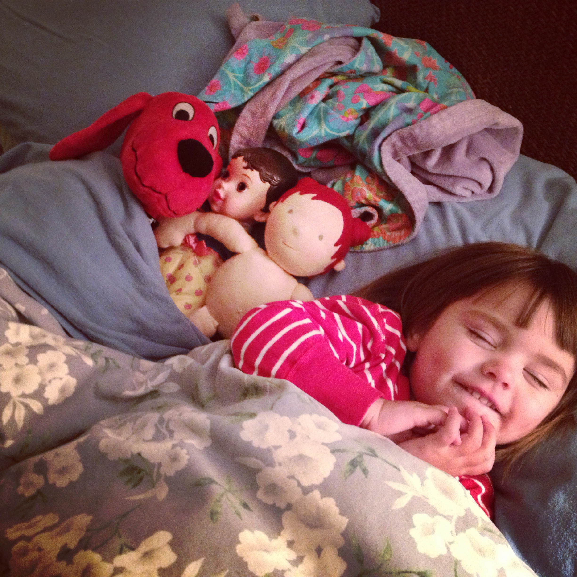 "9 tips we used to ""train"" our kids for an early bedtime"