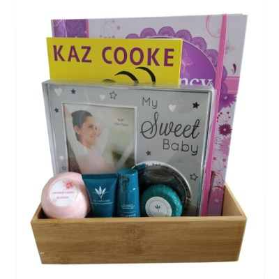 Boxed gift set for a mum to be