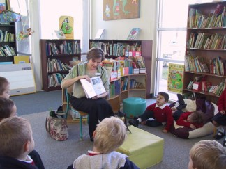 Bilingual reading to 3-year-olds