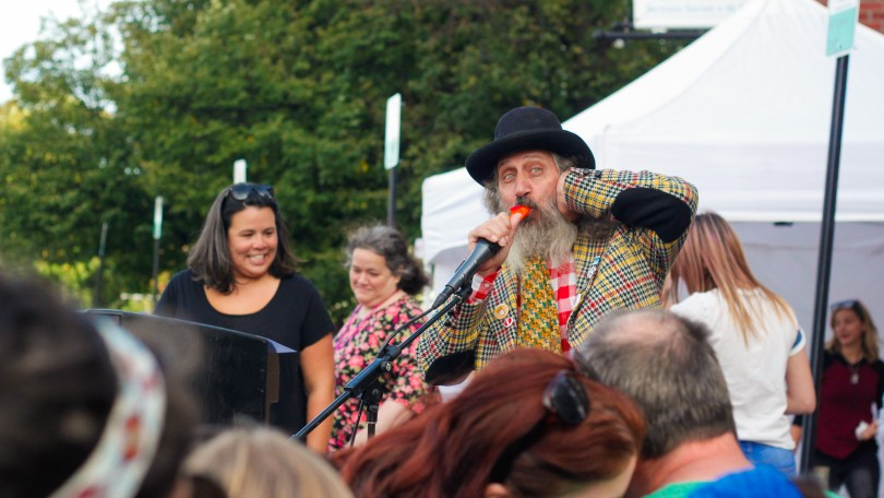 Comedian entertains the audience at the 2018 Fluff Festival. Somerville, Mass. September 22, 2018. Photo by Diego Marcano / BU News Service.