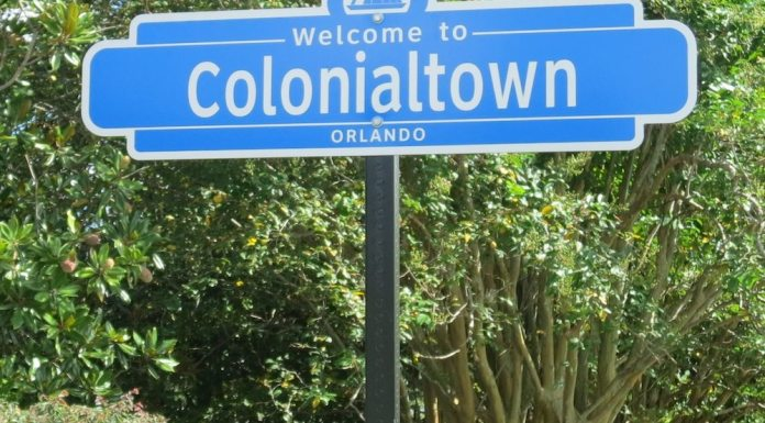 Colonial Town Sign