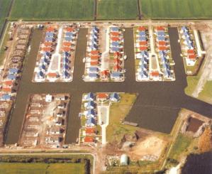 Een luchtfoto van bungalowpark Markant in aanbouw.