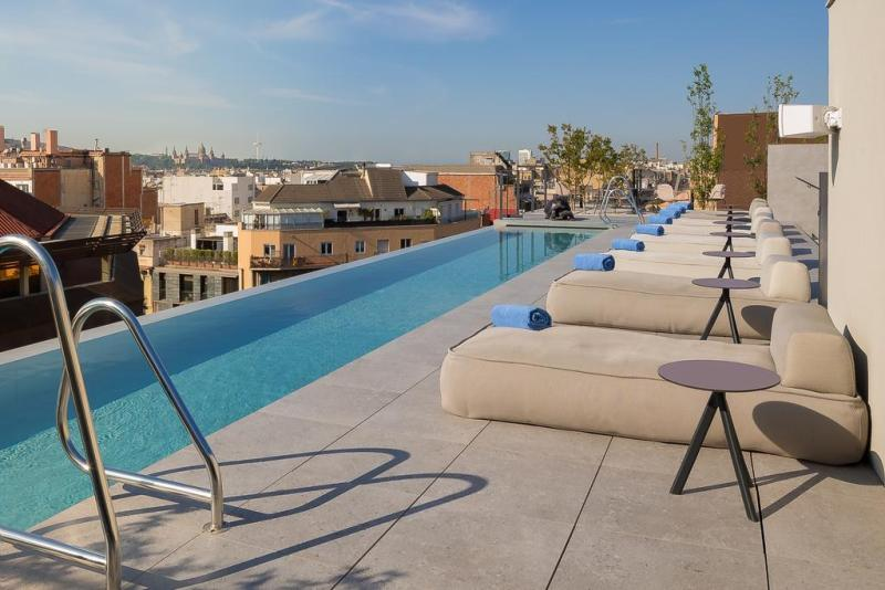 exclusive-hotels-in-barcelona-olha-eixample-rooftop-pool