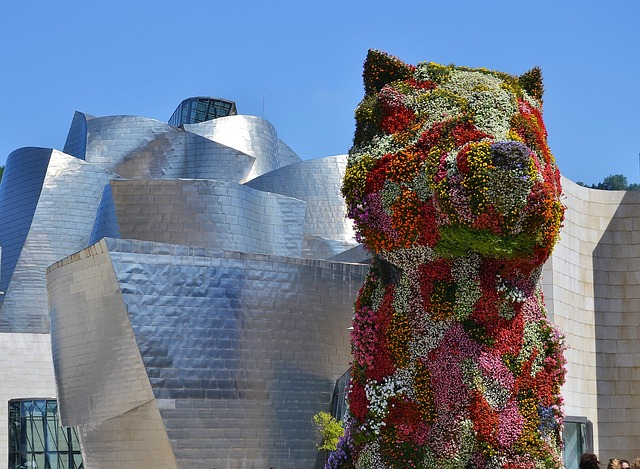 best-hostels-in-spain-bilbao-guggenheim-gehry-koons